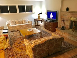 Serene 4/Bedroom House in Lombard - Lombard vacation rentals