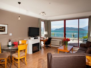 Harrison Beach Hotel Junior Suite + Balcony (Lake View) - Harrison Hot Springs vacation rentals