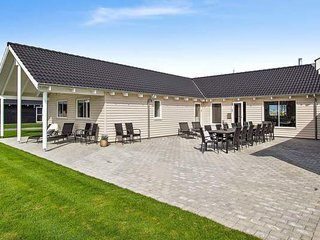 Bright 8 bedroom Kappeln House with Shared Outdoor Pool - Kappeln vacation rentals