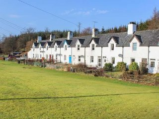 CRINAN CANAL COTTAGE NO.8, mid-terrace, countryside views, pet-friendly, near - Cairnbaan vacation rentals