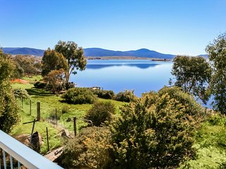 Tennerhof - Large Waterfront Home - Jindabyne vacation rentals