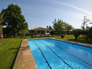 Bright Villa with Internet Access and A/C - Montbrio del Camp vacation rentals