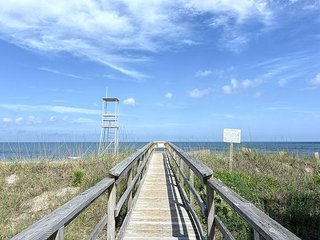 Sea La Vie -  Ocean view cottage in Kure Beach-large decks & easy beach access - Kure Beach vacation rentals