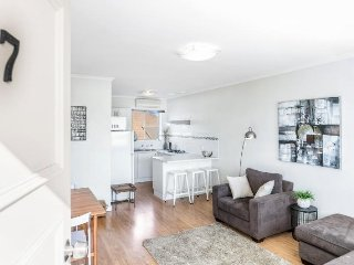 2 bedroom Apartment with Washing Machine in Henley Beach - Henley Beach vacation rentals