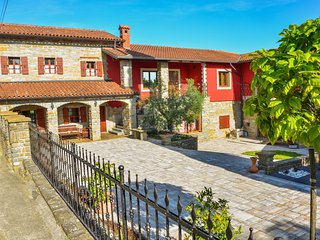 Guest House/apartament RED FAIRYTALE - Marezige vacation rentals