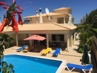 Air conditioned 1 and 2 bedroom villa apartments (FREE Wi-Fi, close to Old Town) - Albufeira vacation rentals