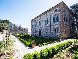 Frescoed eighteenth century Villa in Umbria - Montecampano vacation rentals