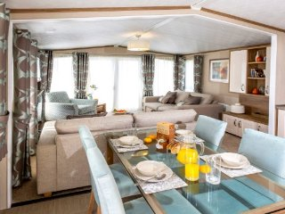 Selsey Sussex 5 star Holiday Platinum 8 Berth Caravan New for 2017 - Selsey vacation rentals