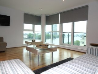Thames View two bed Apartment - London vacation rentals
