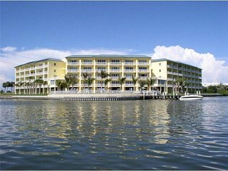 Beautiful Condo on Boca Ciega Bay - Bay Pines vacation rentals
