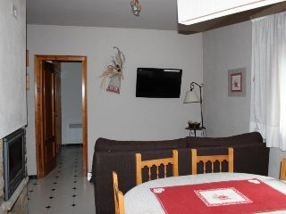 Cozy Apartment in Bellver de Cerdanya with Grill, sleeps 6 - Bellver de Cerdanya vacation rentals