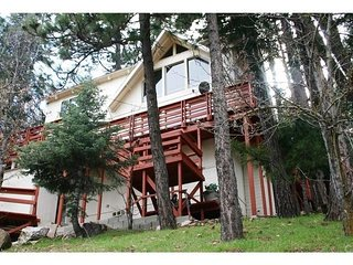 """Gorgeous Beauty in Lake Arrowhead YOU COULD BE ON THE LAKE~"""" beach club PASSES"""" - Lake Arrowhead vacation rentals"""