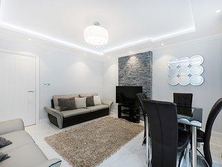 Sloane Square Rosemoor 4 Bed Apartment - London vacation rentals