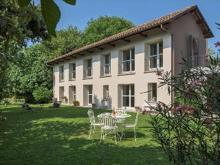 Cozy 2 bedroom Canelli House with Deck - Canelli vacation rentals