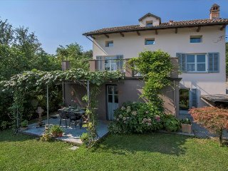 Beautiful 2 bedroom House in Canelli with Deck - Canelli vacation rentals