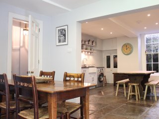Perfect 4 bedroom Bath Townhouse with Washing Machine - Bath vacation rentals