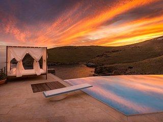 Bright 8 bedroom Villa in Megas Gialos - Megas Gialos vacation rentals