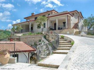 Appartamento Ulivo (Casa Elisabetta Short Lets) - Caposele vacation rentals