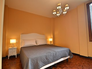 Bright and quiet in the heart of the city. - Bologna vacation rentals