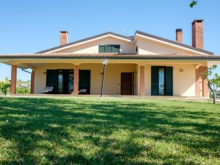 Bright 4 bedroom Villa San Giovanni Villa with Deck - Villa San Giovanni vacation rentals
