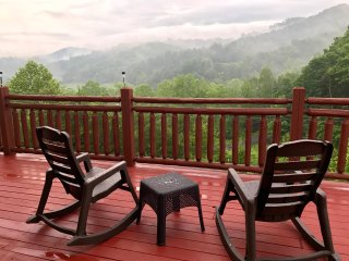 BUCKET DREAM:LUXURY LOG CABIN AMAZING VIEWS ,PRIVATE LOCATION ,THEATER ROOM *** - Pigeon Forge vacation rentals