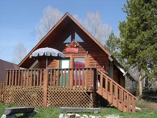 Moose Cabin -Great Location-Views-Deck-Fire Pit-Perfect for Couples/Sm Family - Grand Lake vacation rentals
