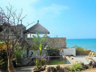 Plage à 20m, piscine écologique, vue  océan - Popenguine vacation rentals