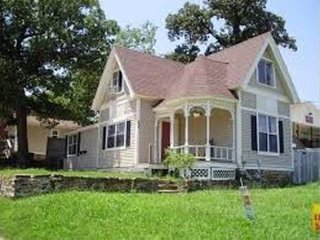 Southern Style Victorian with Front Porch nr University of Arkansas (5 min walk) - Fayetteville vacation rentals