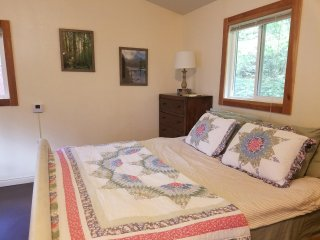 Cozy Cabin w/kitchenette in the pines - Pollock Pines vacation rentals