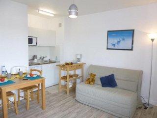 Cozy Saint-Jean-de-Monts Studio rental with Television - Saint-Jean-de-Monts vacation rentals