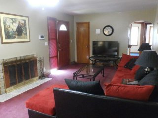 Spacious 4BR Home Near Zoo, CWS & Offutt AFB - Bellevue vacation rentals