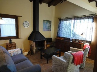 Perfect House with Television and Microwave - Err vacation rentals