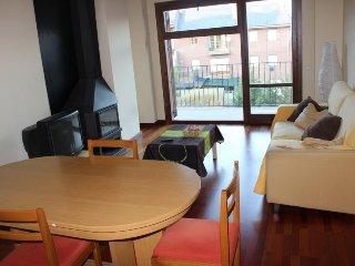 Nice 4 bedroom Apartment in Puigcerda - Puigcerda vacation rentals