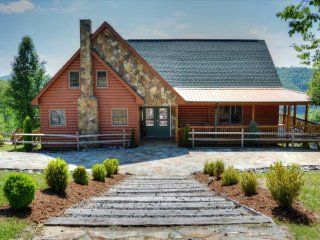 Perfect Cabin with Deck and Internet Access - Fleetwood vacation rentals