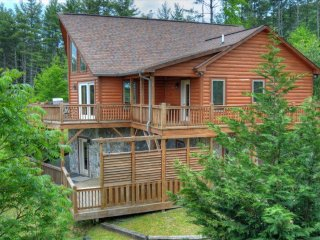 Spacious Fleetwood vacation Cabin with Deck - Fleetwood vacation rentals
