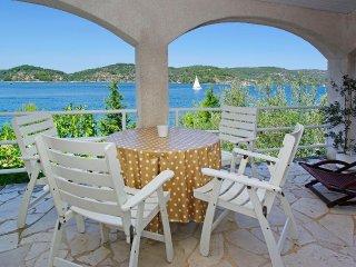 KO3 SMALL RUSTIC IGOR HOUSE VELA LUKA - Vela Luka vacation rentals