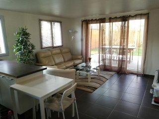 Bel appartement 2 chambres proche de Paris - Sucy-en-Brie vacation rentals