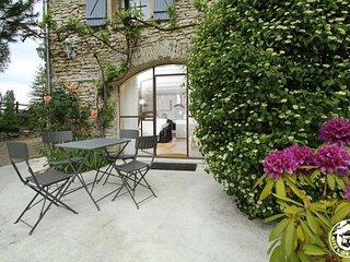 Les Beaux Chenes- Pont de Barret- Traditional Stonebuilt Mas with pool (Eyzahut) - Pont-de-Barret vacation rentals
