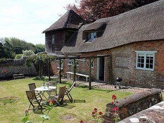 2 bedroom Cottage with Internet Access in Milton Abbas - Milton Abbas vacation rentals