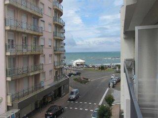 Cozy 2 bedroom Les Sables-d'Olonne Apartment with Balcony - Les Sables-d'Olonne vacation rentals