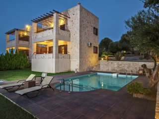 Villa Daphne - Villa Daphne, luxurious, for 6 people on the outskirts of Rethymnon - Giannoudion vacation rentals