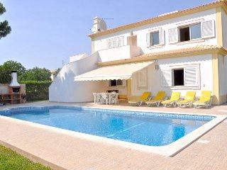 Casa Netuno V6 - Villa near the golf course, perfect for a relaxing holiday - Vilamoura vacation rentals