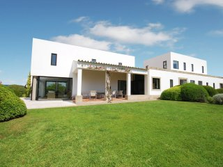 Villa Estevão - Modern villa with private pool and views to the south coast of Portugal - Saint Estevao vacation rentals
