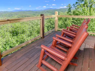 Panoramic Paradise- $150K Renovation, Breathtaking Views, Deluxe Game Room, WiFi - Pigeon Forge vacation rentals