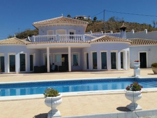 1st listing. Large luxury villa with panoramic views of the Med & Torre del Mar - Algarrobo vacation rentals