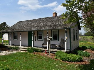 Nice 2 bedroom Cottage in Kewaunee - Kewaunee vacation rentals