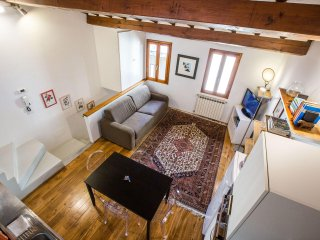 Delightful Bohémienne Penthouse in Santa Croce, Florence center, Wi-Fi, Washers - Florence vacation rentals