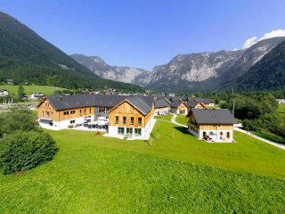 Comfortable 4 bedroom Obertraun House with Internet Access - Obertraun vacation rentals
