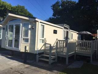 Beautiful located Static Caravan with great access to the Gower and Swansea City - Sketty vacation rentals