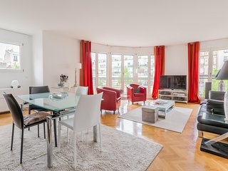 Nice Condo with Internet Access and Washing Machine - Hauts-de-Seine vacation rentals